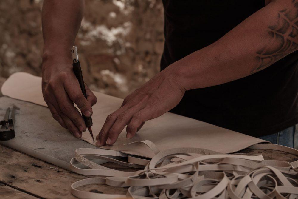 CARAVANA artisan crafting a leather piece